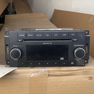 OEM 2011 JEEP WRANGLER HEAD UNIT for Sale in Island Park, NY