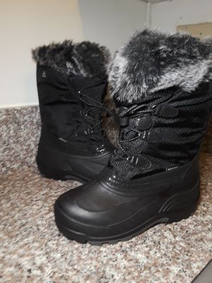 Size 4 big kids snow Boots kamik for Sale in Buena Park, CA