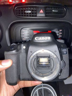 Canon EOS 7D (BODY ONLY) for Sale in Baton Rouge, LA