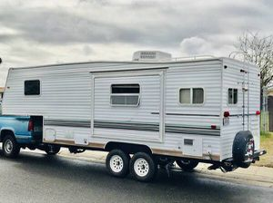 2004 Skyline 5th wheel trailer with SLIDEOUT for Sale in Rancho Cordova, CA