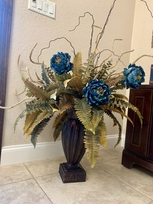 Vase with artificial flowers for Sale in Tampa, FL