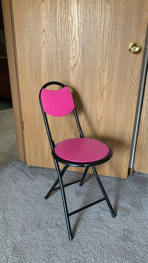 Pink Chair for Sale in Fairmont, WV