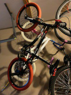 Boys and Girls bikes in good condition for Sale in Dunwoody, GA