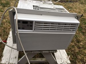 Two different window ac get ready for summer these are almost brand new for Sale in Columbus, OH