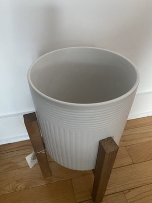 Plant pot with stand (NEW) for Sale in Philadelphia, PA