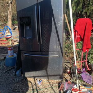 Free Refrigerator for Sale in La Center, WA
