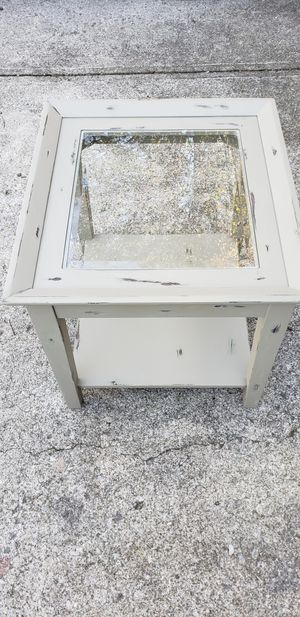 Distressed wood end table for Sale in Dublin, OH