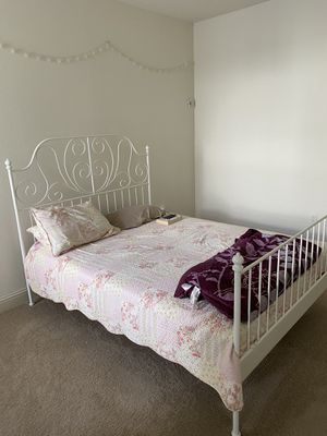 Queens Size Bed (Frame and mattress both) for Sale in Orlando, FL