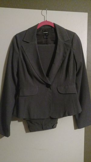 Womens grey Business suit size 7 for Sale in Surprise, AZ