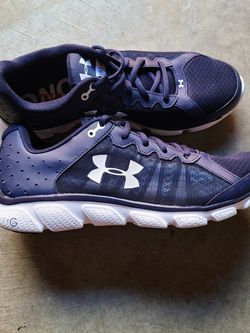 Under armour shoes Size 11 for Sale in Everett,  WA