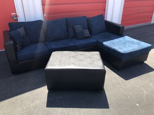 Comfortable sectional couch with ottoman living room for Sale in Phoenix, AZ