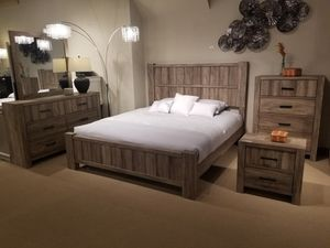 4 PC queen bedroom set for Sale in Fresno, CA