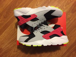 Nike Air Huarache Brand New size 6 y / 7.5 women's for Sale in Norwalk, CA