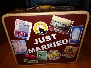 Wedding suitcase luggage, great for photo prop for Sale in West Haven, CT