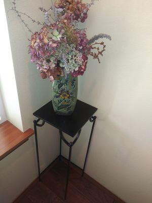 Freshly painted Metal plant stand for Sale in Tacoma, WA