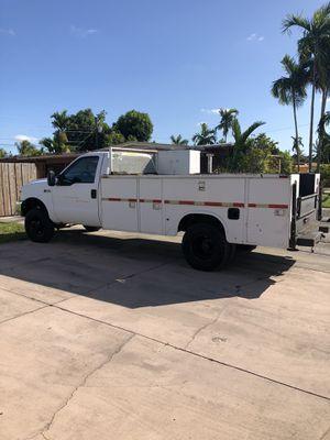 Ford f 350. Año 2000. /Gasolina / 4x4. / Manual transmisión. Utility box. for Sale in Hialeah, FL