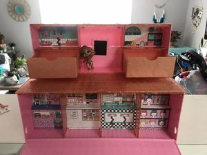 LOL pop up store with instagold doll for Sale in Miami, FL