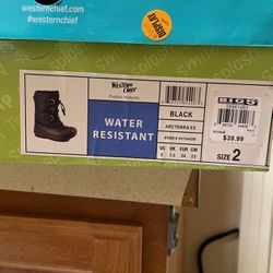 Youth Size 2 Snow boots for Sale in Washougal,  WA