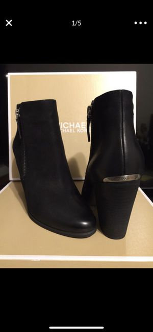MICHAEL KORS LEATHER BOOTIES • BRAN NEW NEVER USED for Sale in Burbank, CA