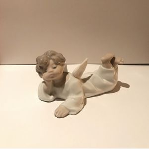 Lladro Porcelain Angel Laying Down Figurine for Sale in Scottsdale, AZ