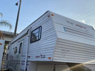 Rv Tráiler De 28 Pies Ubicados 3699 Nw 79 St Miami Fl 33147 O 786:327:1327 for Sale in Miami,  FL