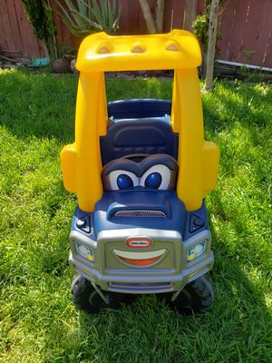 Little tikes car for Sale in Riverside, CA