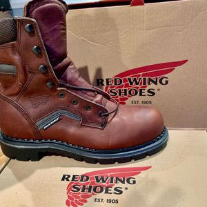 """MENS RED WING 2238 BROWN LEATHER SAFETY 8"""" WORK BOOTS SIZE (8)B MADE IN USA for Sale in Morton Grove, IL"""