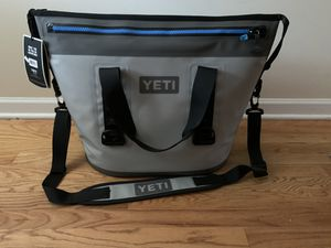 YETI 2 HOPPER 30 for Sale in Chicago, IL