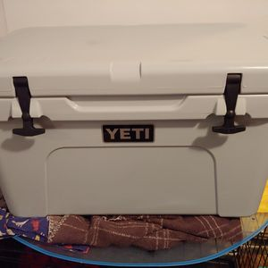 Yeti tundra 45- Navy / Tan / Sagebrush Green for Sale in Los Angeles, CA