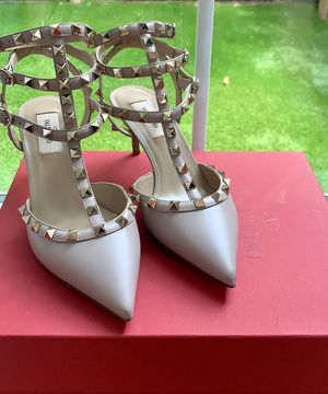 Valentino Rockstud heels 65mm for Sale in Houston, TX