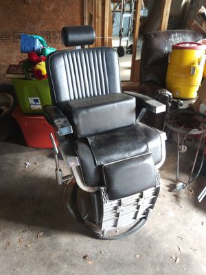 Barber chair for Sale in Tampa, FL