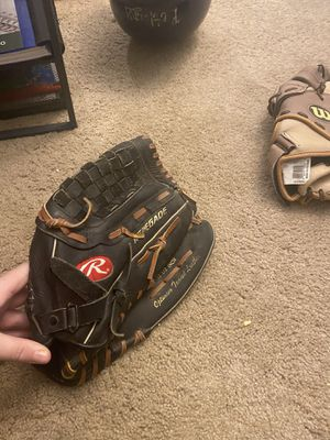 Rawlings baseball glove for Sale in Puyallup, WA