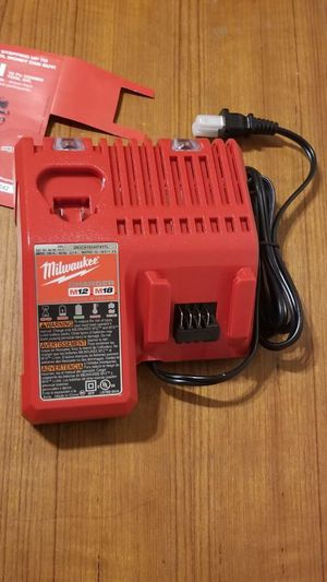 Milwaukee m18 cargador NUEVO!!!! Milwaukee m18 charger NEW!!!! for Sale in Chicago, IL