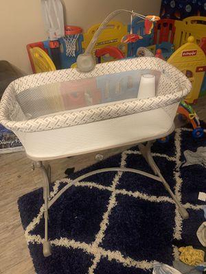 Arm's Reach co-sleeper bassinet for Sale in Philadelphia, PA