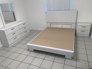 New white queen 4 pieces bedroom set FREE DELIVERY and installation. Bed frame, night stand, dresser and mirror for Sale in Davie, FL