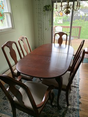Dining room table and 6 chairs for Sale in Sterling, VA