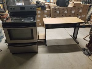Electric stove and computer desk for Sale in Phoenix, AZ