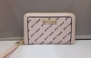 New Betsy Johnson Logo Wristlet (Phl033722) for Sale in Philadelphia, PA