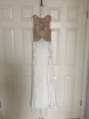 White dress with jewels for Sale in San Ramon, CA