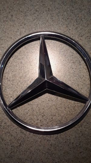 Mercedes OEM GRILL EMBLEM for Sale in St. Louis, MO