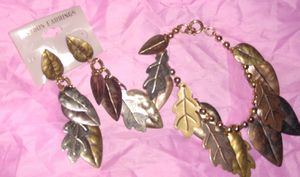 lane Bryant new set bracelet and dangling earrings located off of lake Mead and Jones area asking$3 Condition: New for Sale in Las Vegas, NV