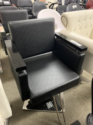 BarberPub Classic Hydraulic Barber Chair Salon Beauty Spa Hair Styling Chair 8803 Black for Sale in Commerce, CA