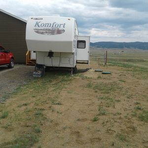 2001 24ft komfort 5th wheel camper for Sale in Butte, MT