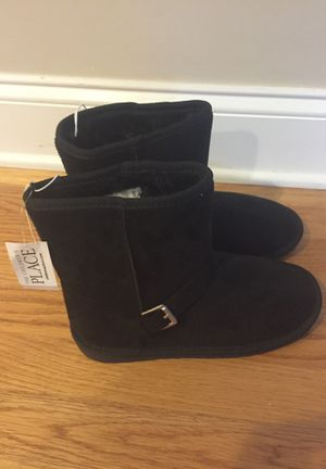Girl's size 5 faux suede boots for Sale in Plainfield, IL