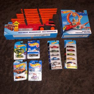 Hot Wheels Cars Mega Hauler And Speedy Pizza Track for Sale in Fair Lawn, NJ