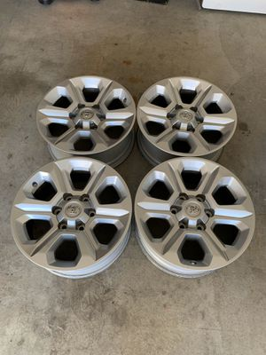 """2018 Toyota 4Runner 17"""" rims for Sale in Trabuco Canyon, CA"""