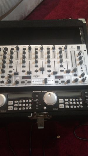 DJ set behringer pro mixer vmx 1000 plus American audio and case for Sale in Los Angeles, CA