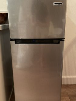 Magic Chef Mini Fridge 4.5cu ft With Freezer for Sale in Yorba Linda,  CA