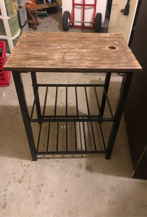 Wood and metal end table for Sale in Cleveland, OH