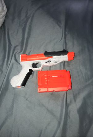 Nerf gun with bullets and a 6 bullet case for Sale in Lawndale, CA